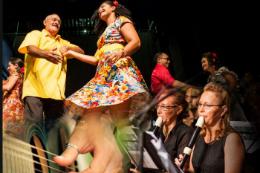 Servidores dançando em atividade ofertada pela Progep