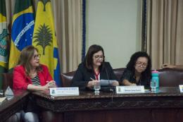 Imagem: A proposta aprovada teve relatoria da titular da Pró-Reitoria de Gestão de Pessoas (PROGEP), Marilene Feitosa Soares (ao centro) (Foto: Ribamar Neto/UFC)